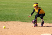 Softball Player Fielding a Ground Ball — Stock Photo