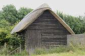 Capanna di paglia ad avebury. Wiltshire. Inghilterra — Foto Stock