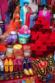 Traditional slippers, fez and caftan on display at a touristic street market in Istanbul — Stock Photo