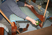 Hands knitting fabric — Стоковое фото