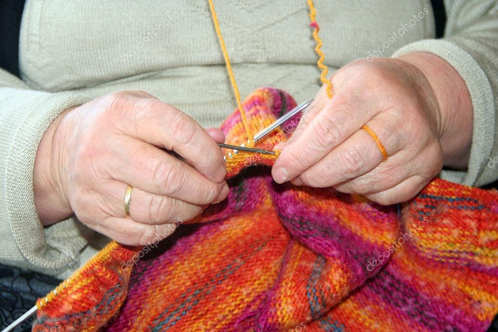 Поделки вязание на руках 204