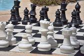 ビーチでのゲームのための大きなチェス — ストック写真