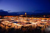 Evening busy market square Djemaa El Fna in Marrakesh, Morocco. — Stock Photo