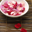 Bowl of rose petals- — Stock Photo