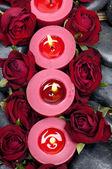 Svíčky s červenou růží — Stock fotografie