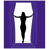 Garota de silhouetteof no fundo das cortinas — Fotografia Stock