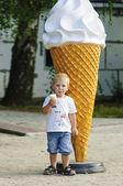 Little boy eating ice cream — Stock Photo