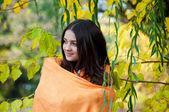 Young girl in autumn park — Foto de Stock