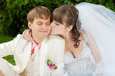 Beautiful bride and groom kissing — Stock Photo