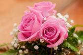Wedding bouquet of beautiful roses — Stock Photo