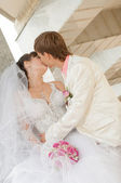 Young and beautiful bride and groom — 图库照片
