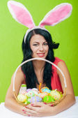 Beautiful girl with a basket of Easter eggs — 图库照片
