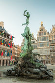 Antwerp's city hall with the Brabo fountain on the Great Market — Stock Photo