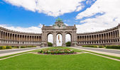 The Triumphal Arch in Cinquantenaire Parc in Brussels, Belgium w — Stock Photo