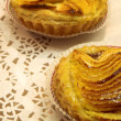 Glazed french pastry in a patisserie - Foto de Stock