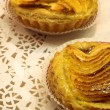 Glazed french pastry in a patisserie - 图库照片