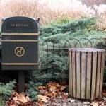 Dustbin in a park in London. — Stock Photo