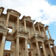 The remains and statues of the enormous Library of Celsus in the city of Ephesus in modern day Turkey — Foto Stock