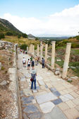 Tourists in the old ruins of the city of Ephesus in modern day Turkey — Stok fotoğraf