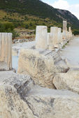 Pillars and collumns next to the main road in the old ruins of the city of Ephesus in modern day Turkey — Stock Photo