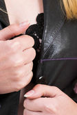Donna bionda in lingerie e cappotto di pelle — Foto Stock