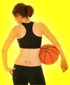 Sexy dívka s basketbal — Stock fotografie