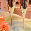 Champagne glasses and roses — Stock Photo