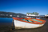Derelict boat next to the water - Knysna Harbour, South Africa — Stock Photo