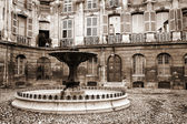 Courtyard and fountain in Aix-en-provence, France — Stock Photo