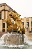 Statue and and fountain in fron of a building Paris, France. — Stock Photo