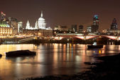 Cityscape at nighttime in London. — Stock Photo