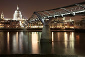 St. Pauls Cathedral in London at night cityscape — Stock Photo