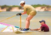 Rychle pohybující surfař na vodu keurbooms laguny, jižní afrika. — Stock fotografie