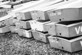 Boten opgestapeld bovenop elkaar in antibes, Frankrijk — Stockfoto