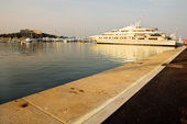 Luxury Yacht at Baie Des Anges in Antibes, France - Quai Henri Rambaud — Stock Photo
