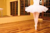 Lady doing ballet in dance studio — Stock Photo
