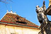 Une statue et bâtiment à aix-en-provence, france — Photo