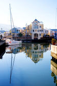 Boats and big house at Knysna Harbour, South Africa — Stock Photo