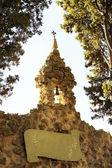 老教堂钟声和尖顶上城墙的圣徒保罗圣保罗德旺斯,法国 — 图库照片