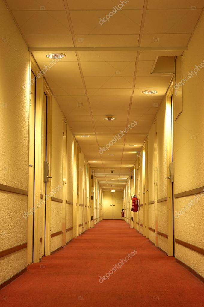 Tappeto rosso del corridoio hotel foto stock forgiss - Il tappeto del corridoio ...