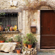 Street garden with Street name and potted plants in front of windows and doors in the quaint little French hilltop village of Saint-Paul de Vence, Southern France, a Heritage Site — Foto Stock