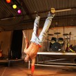 Single freestyle hip-hop dancer in a dancing — Lizenzfreies Foto