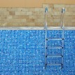 Blue tiled empty swimming pool on a sunny day without water — Stock Photo #22134721
