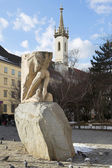 Pigeons around a half finished statue in Vienna, Austria. — Stock Photo