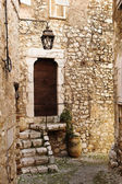 Buildings with windows and doors in the quaint little French hilltop village of Saint-Paul de Vence, Southern France — Stock Photo