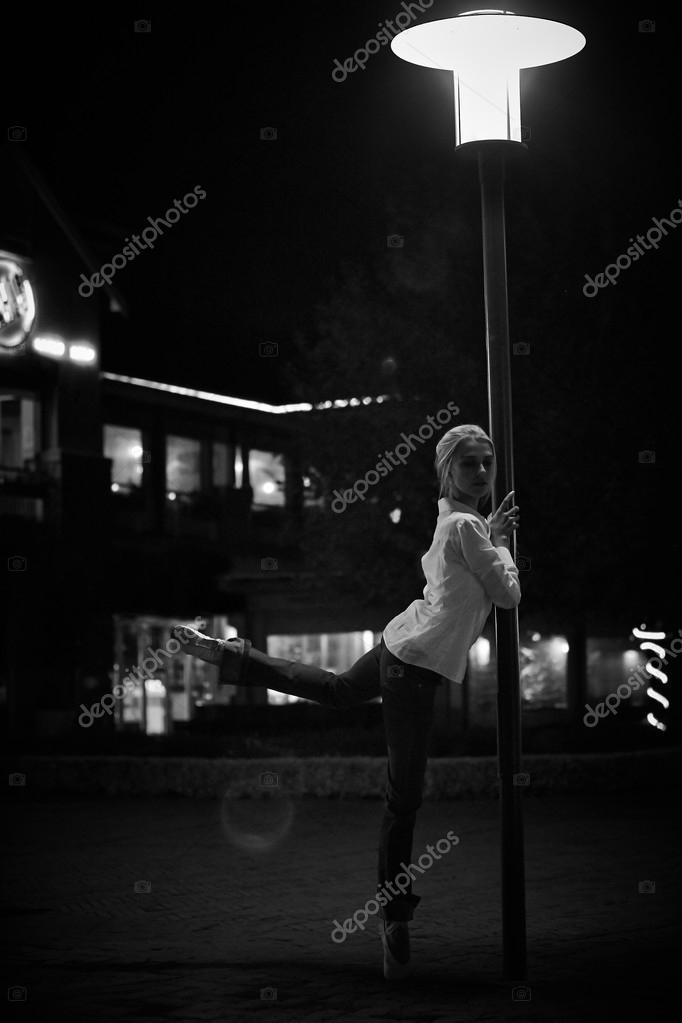 Noche rubia bailando en Elche