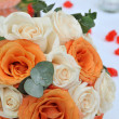 Flower arrangement with roses pink and orange — Stock Photo