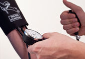 Patient is being observed by doctor - measuring blood pressure — Stock Photo