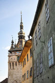 Low angle view of the Clock Tower at Sighisoara in Romania, saxo — Foto Stock