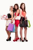 Groep van drie gelukkige jonge vrouwen uit winkelen met gekleurde ba — Stockfoto